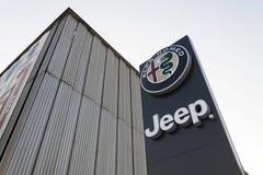 Jeep- und Alfa Romeo-Autologo auf der Verkaufsstelle, die am 20. Januar 2017 in Prag, Tschechische Republik errichtet Lizenzfreies Stockfoto