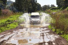 Jeep van weg Stock Foto's
