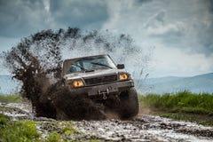 Jeep van weg stock fotografie