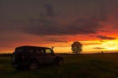 Jeep Wrangler in der Novgorod-Region, Russland Lizenzfreies Stockbild