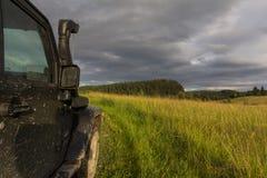 Jeep Wrangler in der Novgorod-Region, Russland Stockfoto