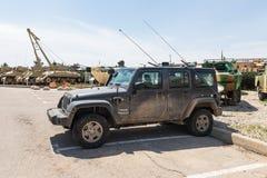 Jeep Wrangler est en service de l'armée israélienne - film encreur - sur le site commémoratif près du musée blindé de corps dans  image stock