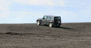 Jeep Wrangler no terreno islandês fotografia de stock royalty free