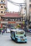 Jeepney autobus w Manila Chinatown w Philippines Obrazy Stock