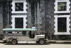 Jeepney Manille intra-muros Philippines de cru Photo libre de droits