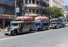 Jeepney no centro de cidade fotografia de stock