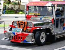 Jeepney på gatan i Manila, Filippinerna Royaltyfria Bilder