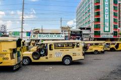 jeepney TARGET261_0_ przejażdżka Zdjęcia Royalty Free