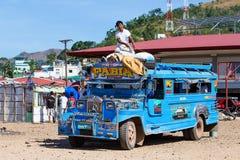 Jeepneys omijanie, Filipiny Fotografia Royalty Free
