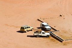 Jeeps en el desierto imagen de archivo libre de regalías