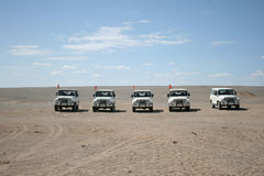 Jeeps i Gobien deserterar, Dunhuang Kina Royaltyfri Bild