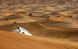 Jeepsafari in den Sanddünen stockfotos