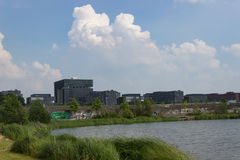 Jefaturas de Krupp detrás de un lago fotos de archivo