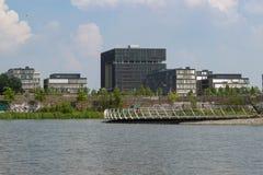 Jefaturas de Krupp detrás del lago foto de archivo