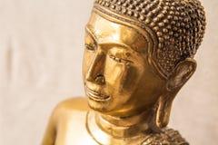 Jefe de la estatua de oro de Buda de la vista lateral Imagen de archivo