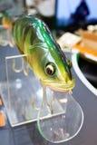 Jefe del cebo de pesca plástico colorido en tienda del deporte imagen de archivo libre de regalías