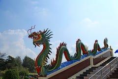 Jefe del dragón en el cielo azul Imágenes de archivo libres de regalías