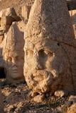 Jefes de las estatuas colosales en el montaje Nemrut fotografía de archivo