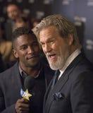 Jeff Bridges Pauses pour l'entrevue au gala de film de NBR Photographie stock libre de droits