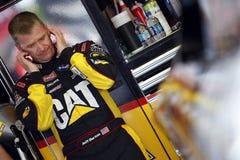 Jeff Burton dans le garage de NASCAR Image libre de droits