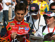 Jeff Gordon assina os autógrafos 2 Foto de Stock Royalty Free