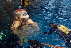 Jeff Williams dans l'eau pour la formation de Spacewalk Image stock