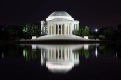 Jefferson Memorial-Reflexion nachts Stockfoto