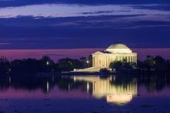 Jefferson Memorial under Cherry Blossom Festival i DC arkivfoton