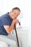 jego mężczyzna przechodzić na emeryturę kija odprowadzenie Obrazy Royalty Free