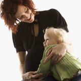 jej córka przytulanie kobieta fotografia stock