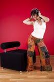 jej dom słucha muzycznej kobiety zdjęcia stock