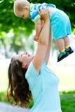 jej mienia mali macierzyści syna potomstwa zdjęcie royalty free