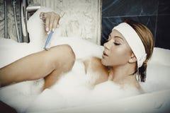 jej nogi golenia kobieta Fotografia Royalty Free