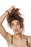 jej włosy pullings kobieta zdjęcia stock