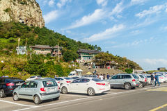 Jeju ö, KOREA - NOVEMBER 12: Turisten besökte Sanbanggul Royaltyfri Fotografi