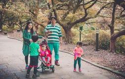 Jeju ö, KOREA - OKTOBER 12: Den koreanska familjen i Jeju gör - 12 nolla Arkivbild