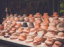 Jeju ö, KOREA - OKTOBER 12: Den traditionella hatten shoppar i Jeju gör Royaltyfri Bild
