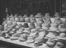 Jeju ö, KOREA - OKTOBER 12: Den traditionella hatten shoppar i Jeju gör Royaltyfria Foton