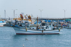 Jeju-Do Korea - April 10, 2015: fiskebåt på Moseulpoen po Royaltyfri Fotografi