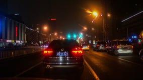 Jejue conduzindo a rua na noite do Pequim, China filme