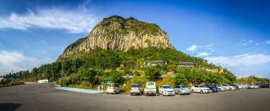 Jejueiland, KOREA - NOVEMBER 12: Toerist bezochte Sanbanggul Stock Afbeeldingen