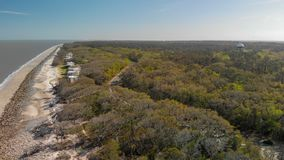 Jekylli海岛天线向下视图和漂流木头靠岸, Geor 图库摄影