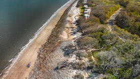 Jekylli海岛天线向下视图和漂流木头靠岸, Geor 免版税库存图片