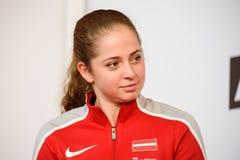 Jelena Ostapenko, Lid van Team Latvia voor FedCup, tijdens het ontmoeten van ventilators voor Wereldgroep II Eerste Ronde spelen royalty-vrije stock fotografie