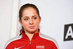 Jelena Ostapenko, Lid van Team Latvia voor FedCup, tijdens het ontmoeten van ventilators voor Wereldgroep II Eerste Ronde spelen royalty-vrije stock afbeeldingen