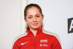 Jelena Ostapenko medlem av Team Latvia för FedCup, under möte av fans för första runda lekar för världsgrupp II royaltyfri fotografi