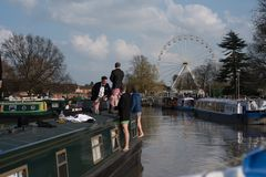 Jelenia przyjęcie na łodzi z ferris toczy wewnątrz tło Zdjęcie Royalty Free