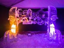 Jelgava/Letónia - 10 de fevereiro de 2017: Escultura de gelo cinzelada grande fotografia de stock royalty free