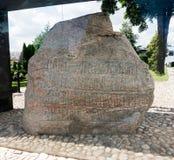 Jelling stenar är massiva sned runestones, det 10th århundradet som Jelling, Danmark Arkivbilder