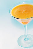 Jello orange dans une glace de martini Images libres de droits